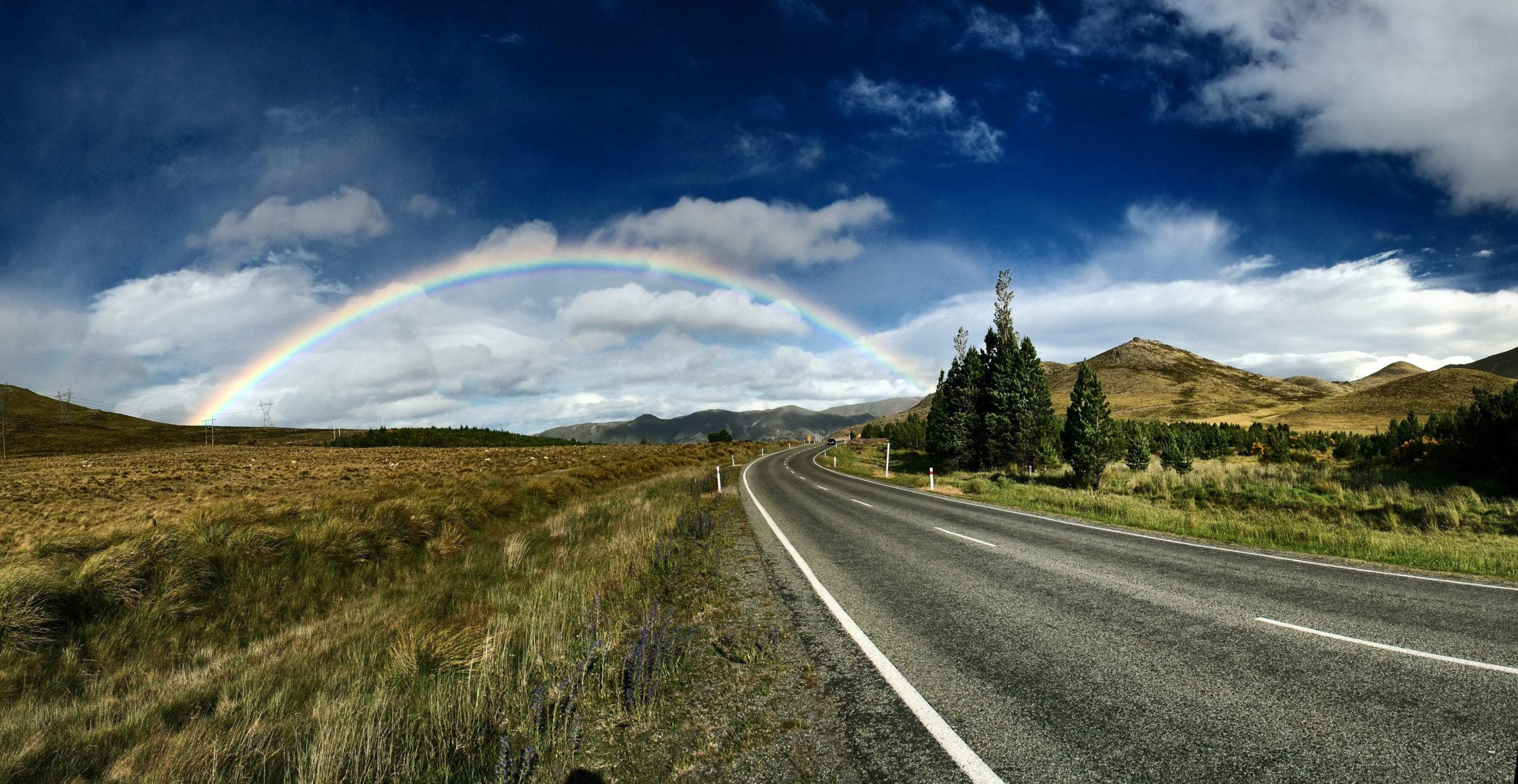 rainbow on the road of land 1 1 scaled 一個人的彩虹|伊娃詩選