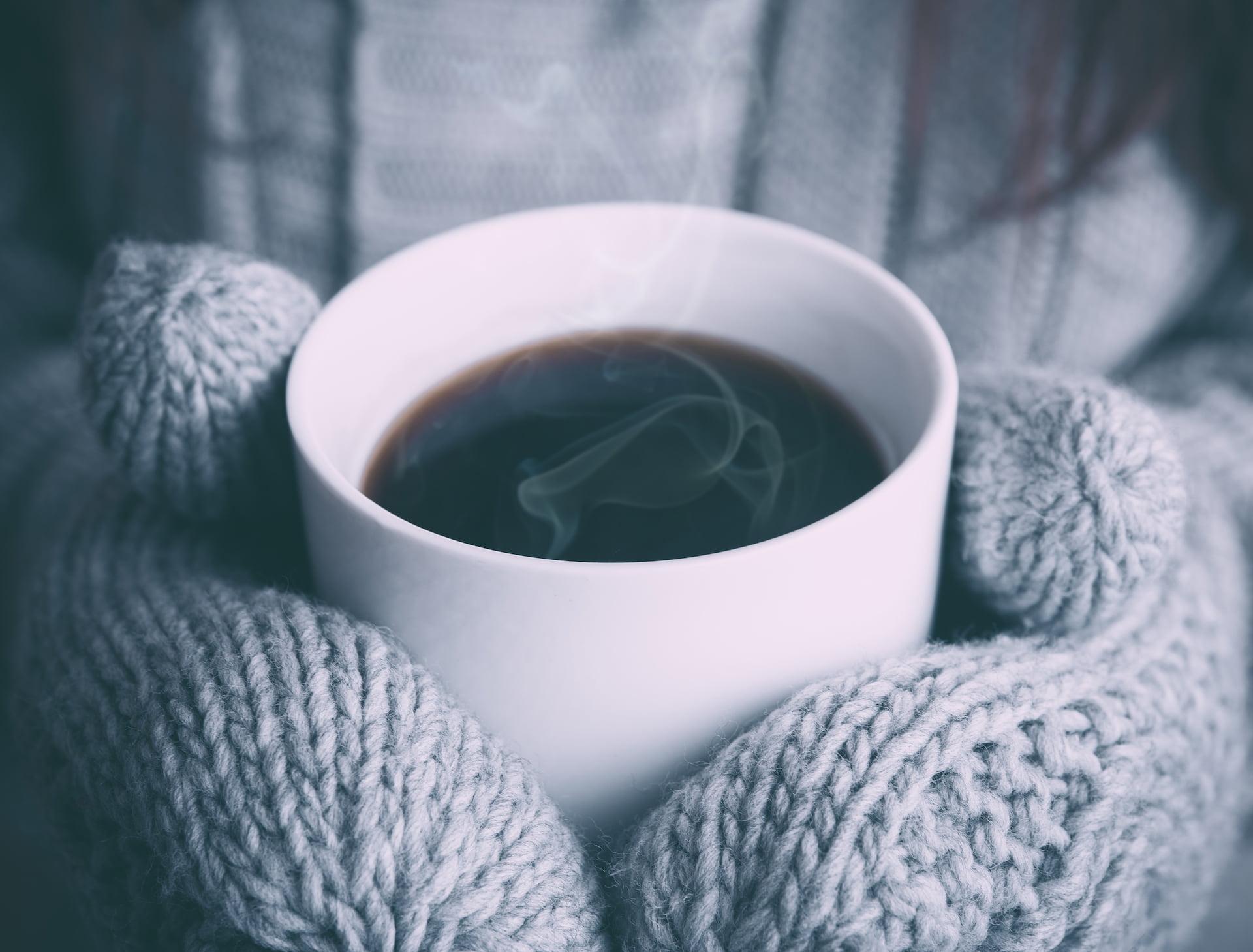 cold coffee steam gloves smoke 1 1 交錯的平行線 藝宇詩選