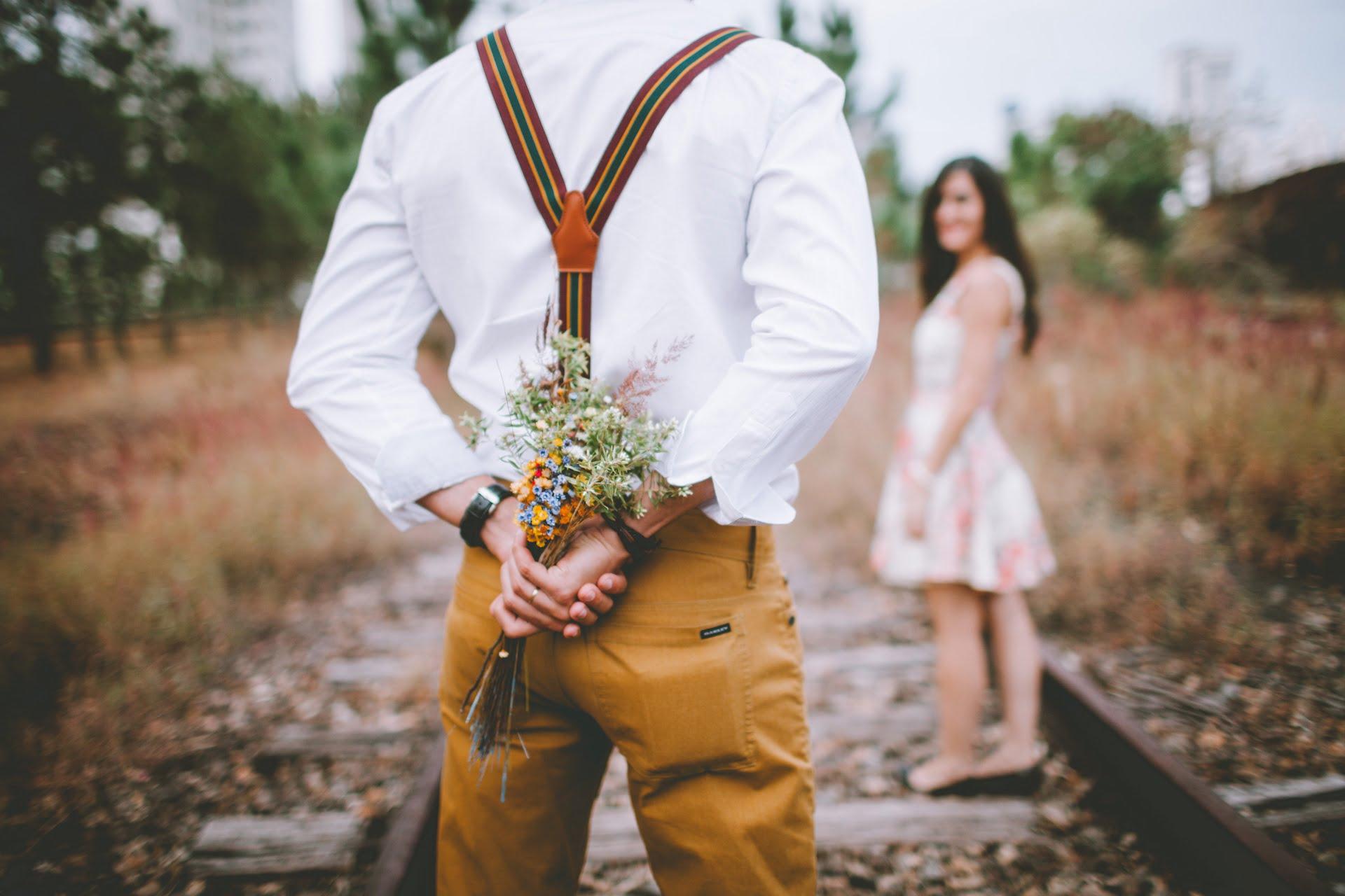 adult blur bouquet love railway girl boy 1 1 分手|詩選