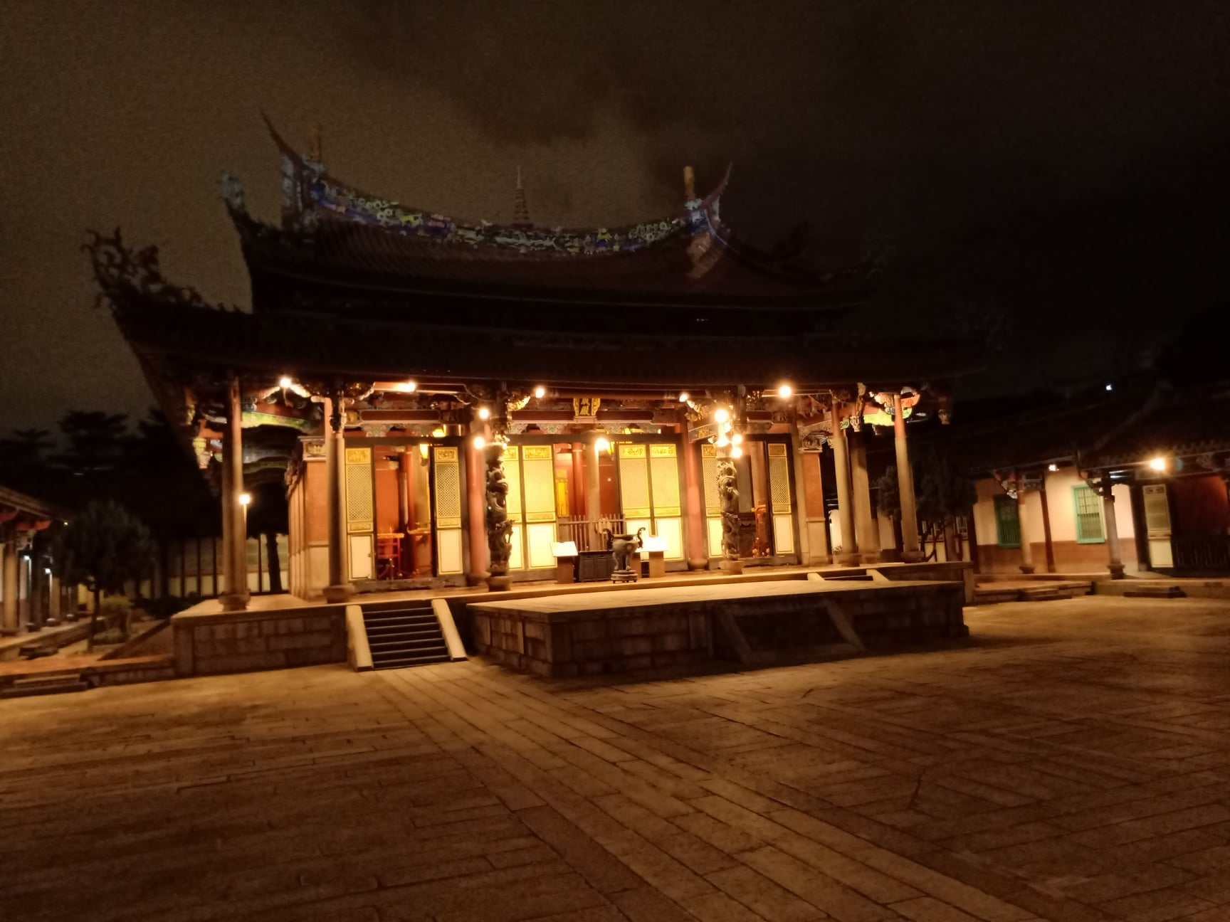 dalongdong confucian temple monologue 大龍峒孔廟暨保安宮獨白|成勛詩選